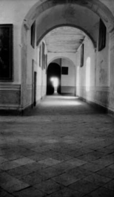 Pasillos de un templo Jesuita, vista parcial