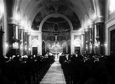 Feligreses en la iglesia de Nuestra señora de Guadalupe en El Buen Tono