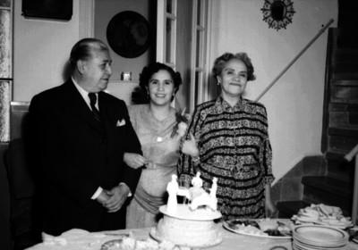 José Altamirano y familia durante una fiesta de cumpleaños