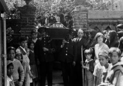 Inhumaciones Alcázar presente durante el cortejo fúnebre de un sepelio