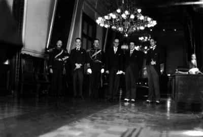 José Alvarez acompañado por miembros del Estado Mayor Presidencial y funcionarios, retrato de grupo