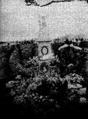 Tumba del niño Antonio Salarin y Olvera