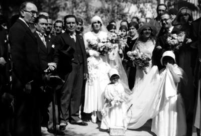 Antonio Alvarez Pulido y familiares en su boda religiosa, retrato de grupo
