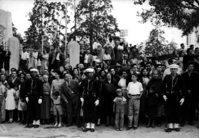 Soldados en fila de contención, durante el sepelio de Joaquín Amaro