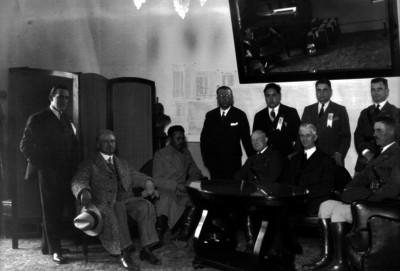 Joaquín Amaro en reunión con otras personas, retrato de grupo