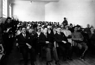 Joaquín Amaro en un salón acompañado de personalidades preside una ceremonia