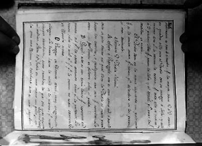 Interior de un libro con letra manuscrita