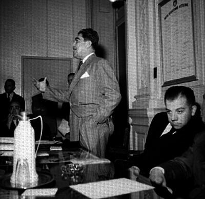 Javier Rojo Lugo pronunciando un discurso durante una reunión