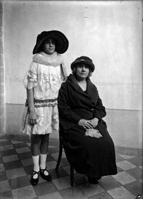 Mujeres de una familia, retrato de grupo