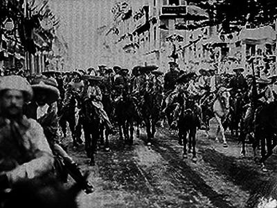 Francisco Villa y Rodolfo Fierro acompañados de sus tropas al entrar a la ciudad de México
