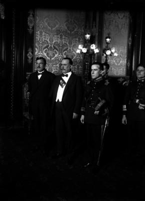Álvaro Obregóncon Plutarco Elías Calles y Francisco R. Serrano en Palacio Nacional