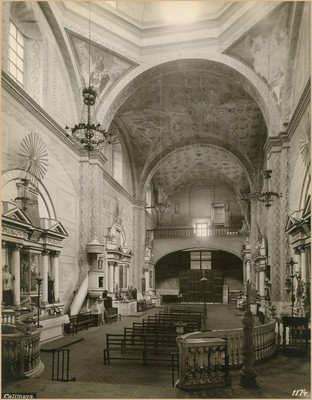 Interior de la iglesia de San Pedro y San Pablo, vista hacia el coro