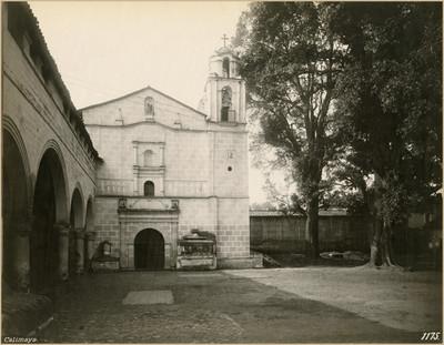 Fachada de la capilla de la III orden junto a la parroquia de San Pedro y San Pablo