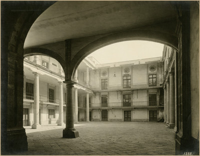Patio de la Ex-aduana de Santo Domingo, lado norte