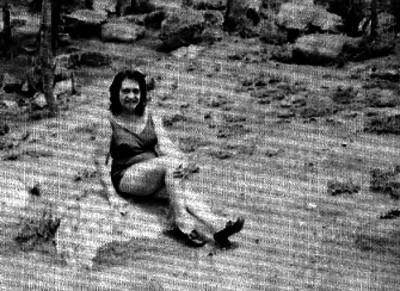 Mujer sentada en una roca en el Parque Nacional El Chico