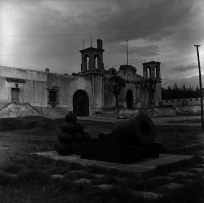 Artillería y fachada principal del museo del fuerte de Guadalupe