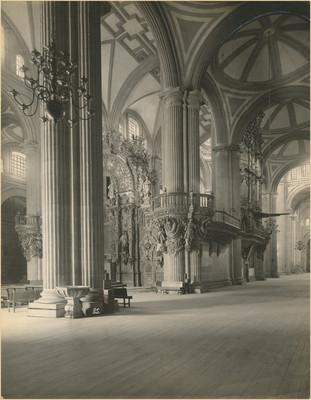 Organo y retablo, detalle de la nave oriente