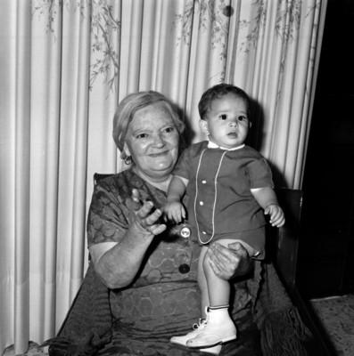 Abuela y nieto, retrato
