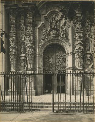 Puerta principal del Sagitario metropolitano