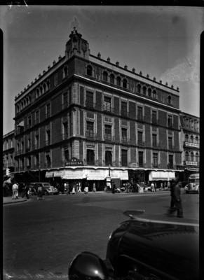 Edificio de la joyería La Duquesa, entre calle Madero y Plaza Constitución