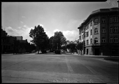 Calle Amsterdam en la colonia Condesa, edificio América a la derecha