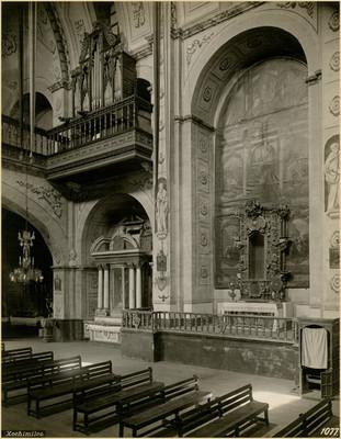 Altar lateral y organo del coro