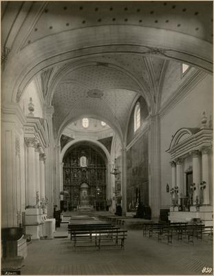 Iglesia de la Asunción, nave principal, vista hacia el altar mayor