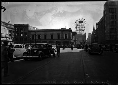 Vista panorámica de la calle del Ejido, hoy avenida Juárez, edificio Guardiola en primer plano