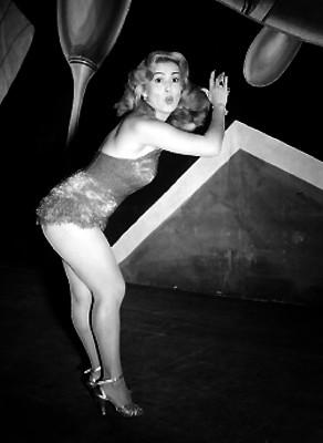 Glorianor, La exótica, bailando mambo en el teatro de Margo