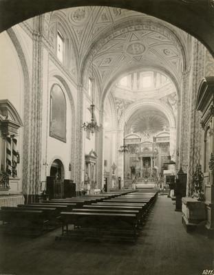 """Interior de la """"Iglesia de la Santísima Trinidad"""", """"vista hacia el altar mayor"""""""