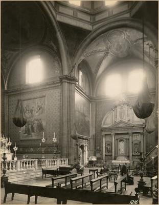"""Interior de la """"Iglesia de Nuestra Señora de la Soledad"""", crucero"""