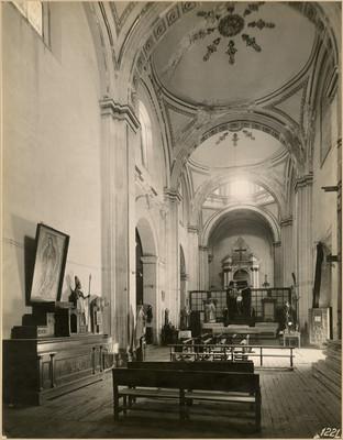 Iglesia de la Santa Veracruz, vista interior hacia el altar
