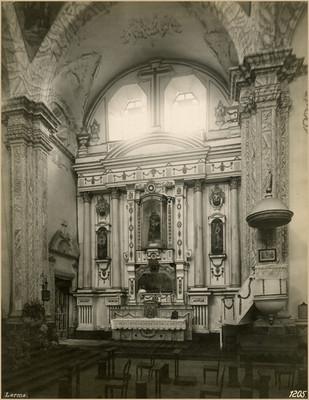 Altar del costado sur en la Parroquia de Santa Clara de Asís