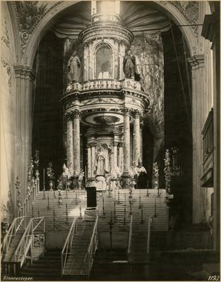 Vista frontal del altar mayor de la Parroquia de San Miguel Arcángel