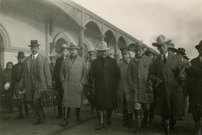 Obregón y sus jefes militares llegan a la estación de Buena vista