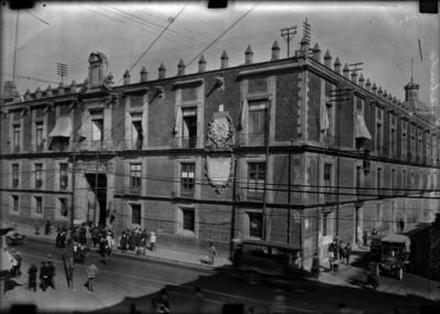 """Oficinas del """"Gobierno del Distrito"""", exterior, vista parcial"""