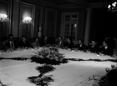 Alfonso Reyes, Adolfo Best, en un banquete en honor de Salvador Novo