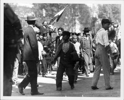 Francisco I. Madero rodeado de cadetes llega a Palacio Nacional