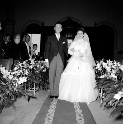 Luis Covarrubias Juanbels y Laura Herrera Serrano durante su boda religiosa en al Iglesia de Santa Rosa de Lima