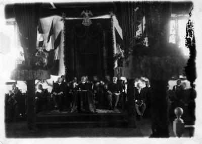 Porfirio Díaz, y otros funcionarios públicos durante ceremonia