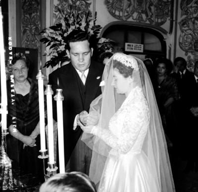 Luz Ma. Anaya recibe las arras de manos de Bernon Eden en su boda