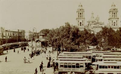 182. Portales de Mercaderes and Cathedral