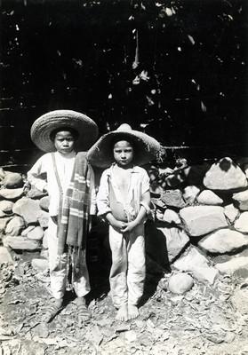 Niñas indígenas, retrato de grupo