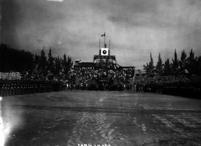 Ceremonia escolar en el patio del Politécnico Nacional
