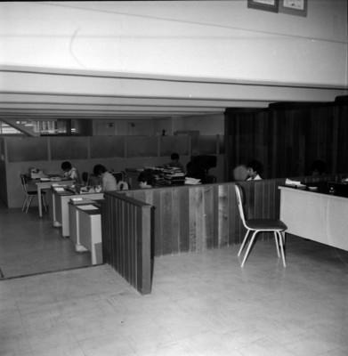 Vista parcial de una oficina con empleadas
