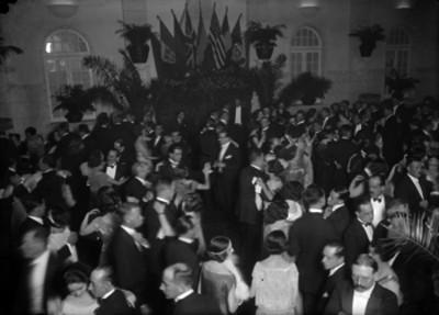 Fiesta de la colonia americana, en un salón