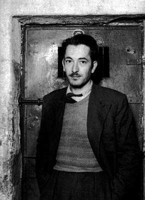Hombre de clase media detenido en una prisión, retrato