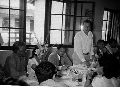 Marco Antonio Muñoz Haciendo uso de la palabra durante un banquete ofrecido por su visita a Zacatapec