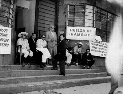 Obreros durante una huelga de hambre