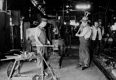 Obreros trabajan en la refinería de Tampico